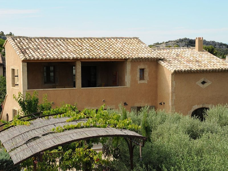 Casa-Nis Haut - Appartement climatisé, holiday rental in Eygalieres