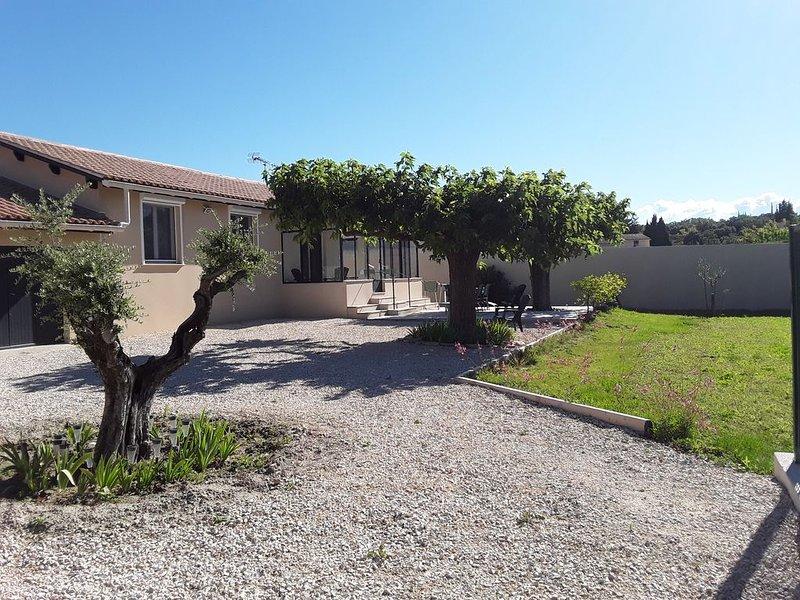 Loue maison entièrement rénovéee, holiday rental in Loriol-du-Comtat