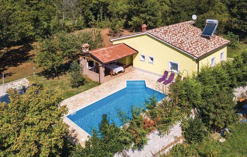 Haus Nensi mit privaten Pool und eingezäunten Hof, location de vacances à Rebici