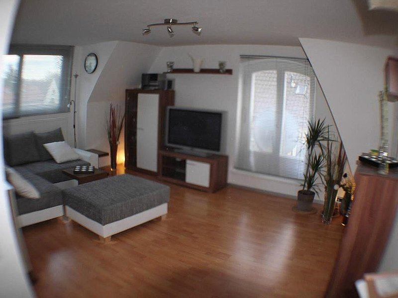 Dachgeschoss in der ruhige Lage, holiday rental in Oberhaching