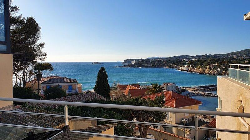 Appartement faux T3 terrasses vue mer, plage, port, centre ville. WIFI, Clim, aluguéis de temporada em Bandol