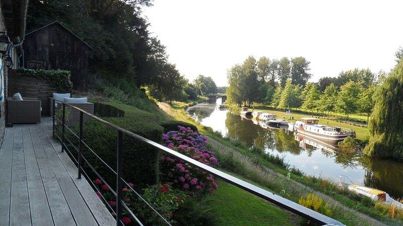 Maison avec vue imprenable sur le canal d'Ille-et-Rance, holiday rental in Meillac