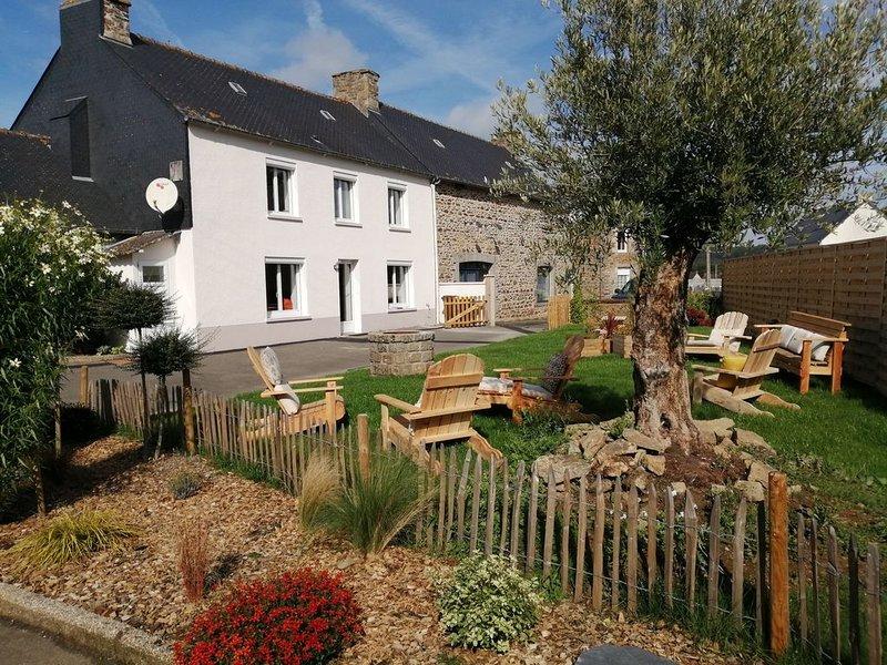 Maison  l 'Avaugour  avec jardin privatif et accès à notre ferme pédagogique., holiday rental in Saint-Jean-Kerdaniel
