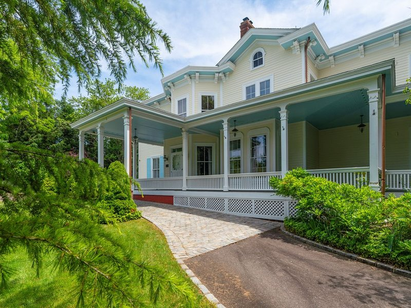 SALE!! Renovated Breakwater Historic Estate with Exquisite Decor, holiday rental in Cutchogue
