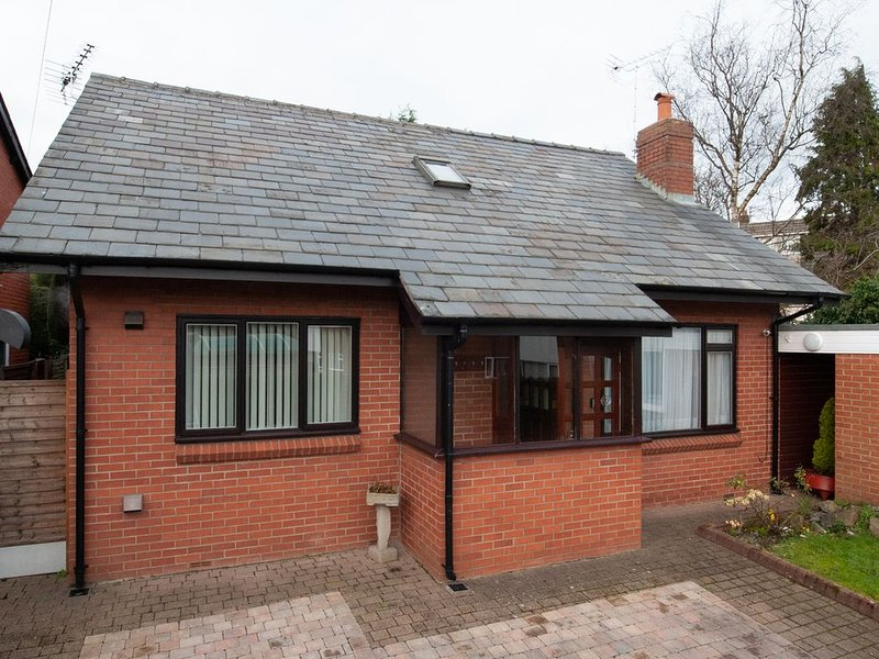 Private detached 3 bedroom bungalow in Preston, Ferienwohnung in Chorley