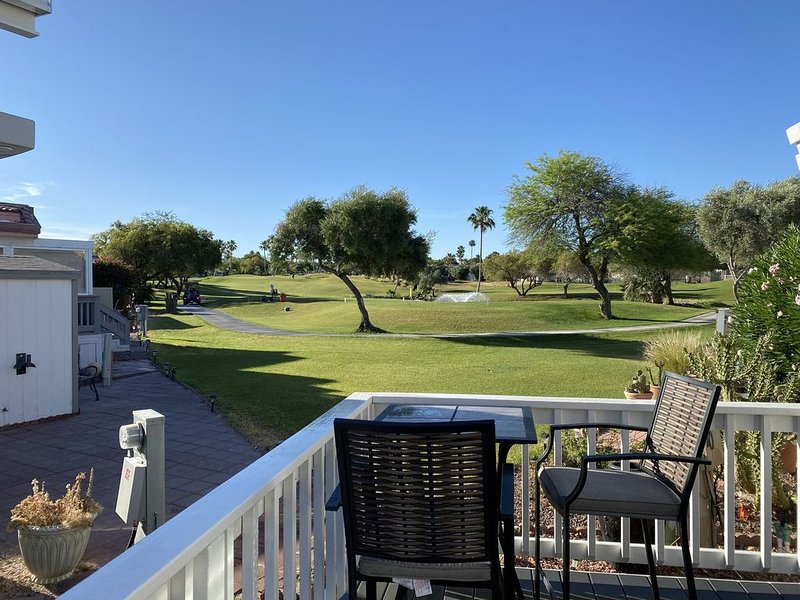 #1 Rated RV Park in Bullhead City! Quiet, CLEAN, gated, and lots of activities!, casa vacanza a Needles