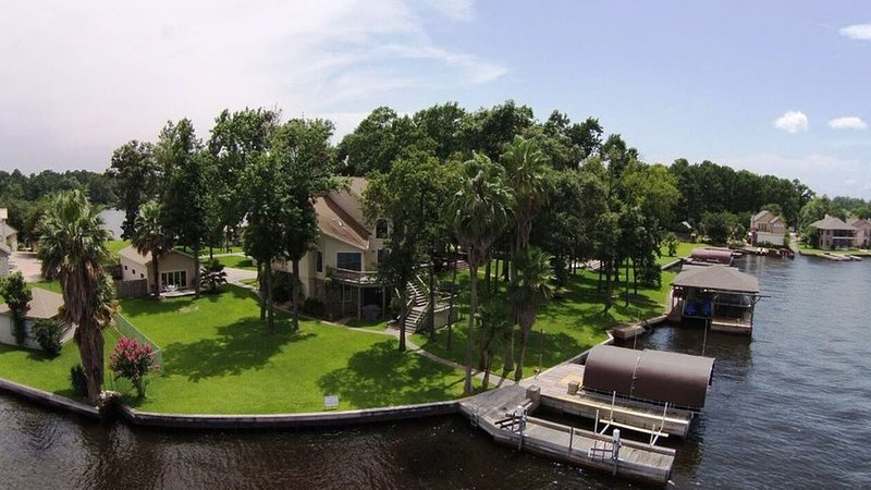 Beautiful Water Front Home on Lake Conroe, holiday rental in Montgomery