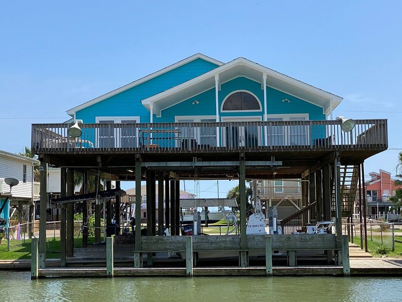 Beautiful Canal Home at San Luis Pass in Treasure Island, alquiler de vacaciones en Freeport