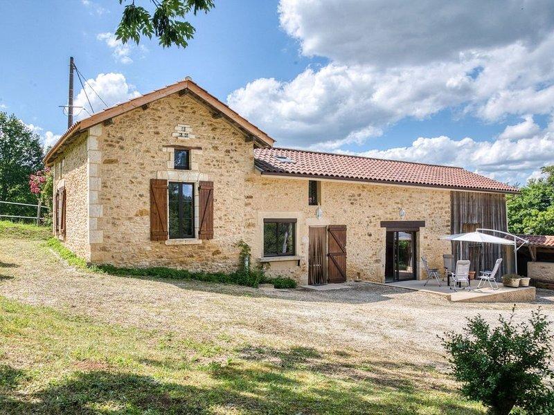 Cozy Holiday Home in Loubejac near Forest, alquiler vacacional en Villefranche-du-Perigord