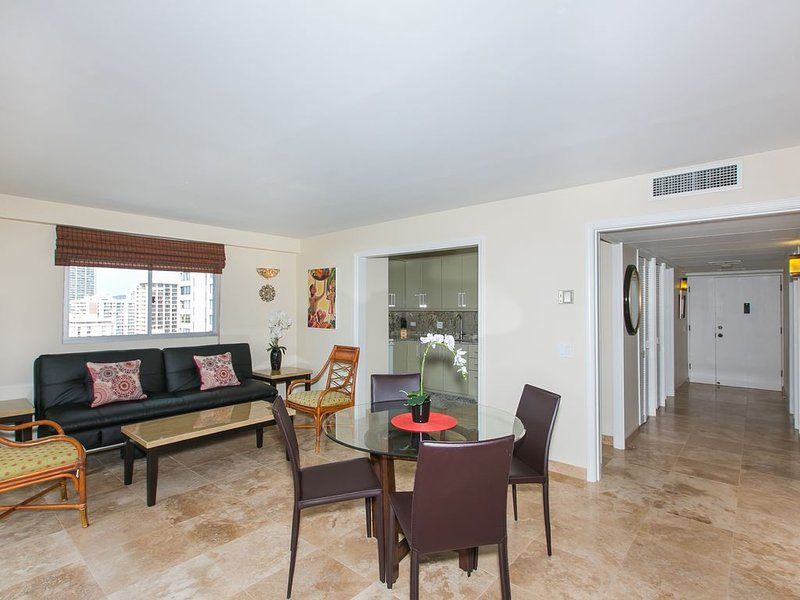 Waikiki 3BR Ocean View Condo w/ FREE Parking & WI-FI!!!, holiday rental in Honolulu