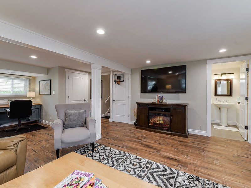 Entire House! Sleeps 8-Cozy, Clean & Well-Stocked, aluguéis de temporada em Glen Ellyn