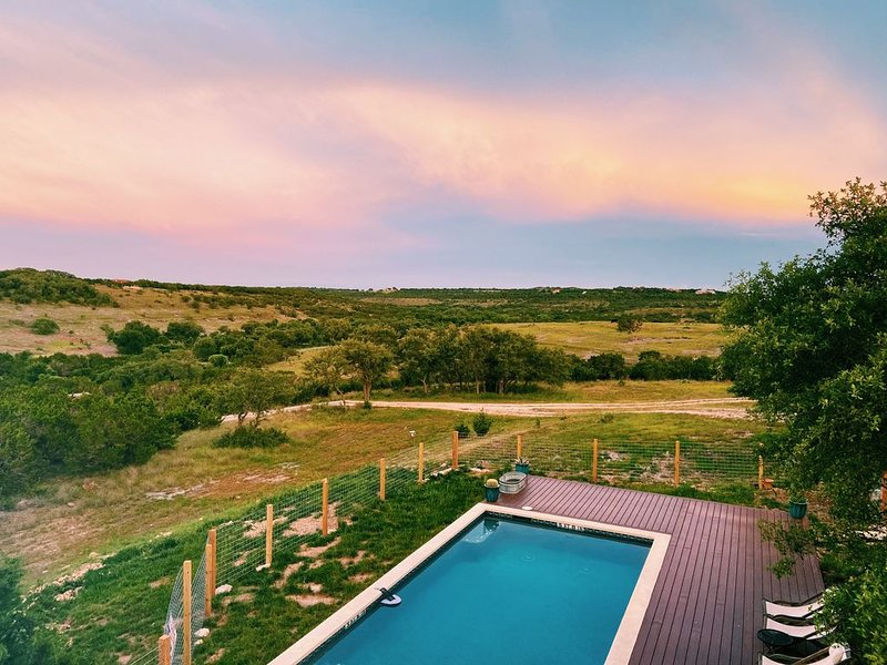 Relax at this private ranch with 3 cabins and brand new swimming pool!, holiday rental in Wimberley