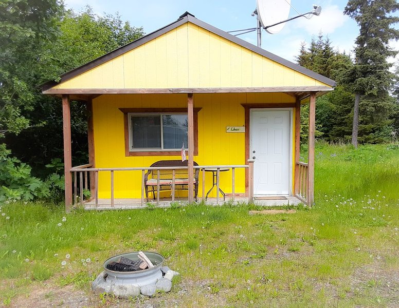 Cabin Labuzz: Cozy dry cabin minutes from the beach, holiday rental in Anchor Point