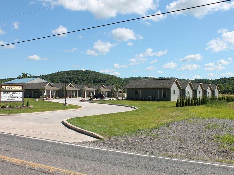 Lodge #5 - Vista Lodge-Brand New-Convenient County Lodging near Ricketts Glen, holiday rental in Catawissa