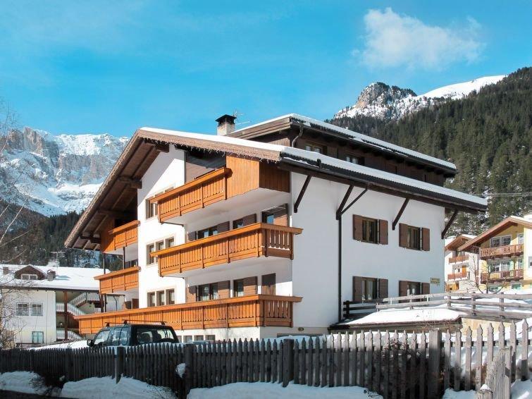 Ferienwohnung Bernard (CPO300) in Campitello - 8 Personen, 3 Schlafzimmer, holiday rental in Campestrin