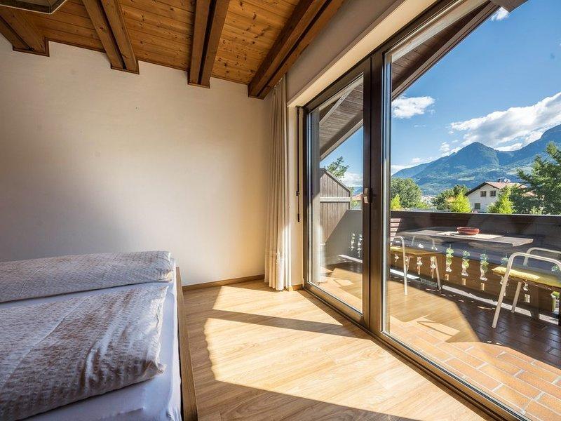 Rustikale Ferienwohnung mit Pool, Balkon und Bergblick; Parkplätze vorhanden, Ha, Ferienwohnung in Ultimo (Ulten)