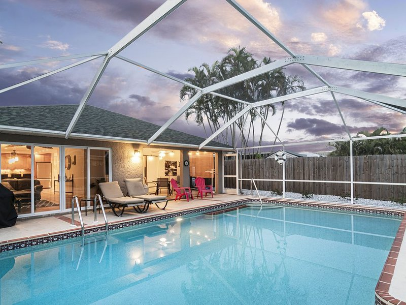 BRAND NEW!! Vandy Beach Breeze - Fabulous Heated Pool Home  - close to Beaches., alquiler de vacaciones en Vanderbilt Beach