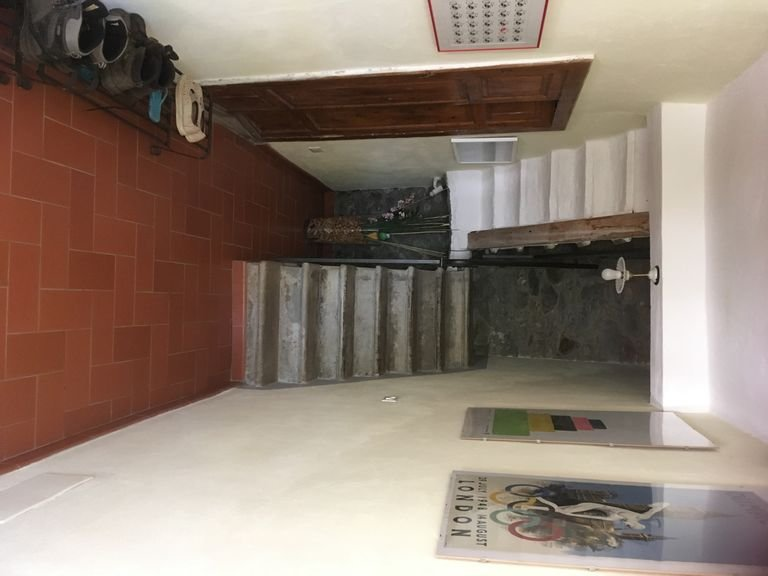 Old Farmhouse, simply renovated, with infinity pool, vacation rental in Benabbio