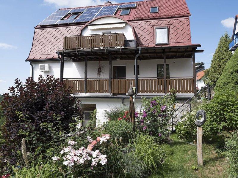 Ihre Top-Ferienwohnung mitten im Grünen, ausgezeichnete Verkehrsanbindung, WLAN, vacation rental in Dresden