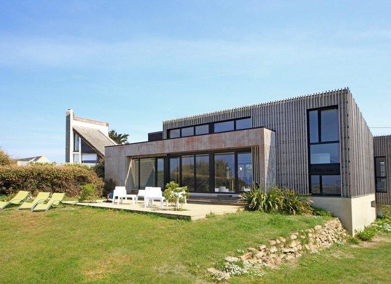 4 Sterne-Architektenvilla m. Pool, direktem Zugang zum Strand u. 12 Pers., location de vacances à Santec