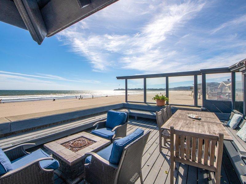 Classic Oceanfront Stinson - The Whale House, casa vacanza a Stinson Beach