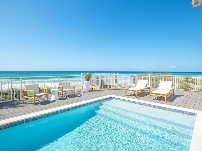 'The Odessa' 30A Seagrove Beach Gulf Front w/ Pool + Private Beach + 3 Masters!, holiday rental in Seagrove Beach