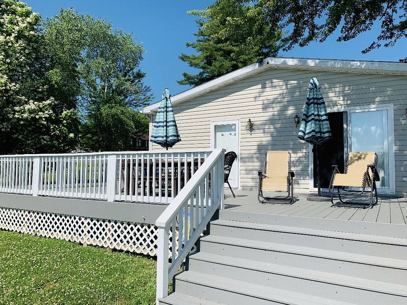 Waterfront 3 Bedroom 2 Bath Home with DOCK!, holiday rental in Clarks Mills