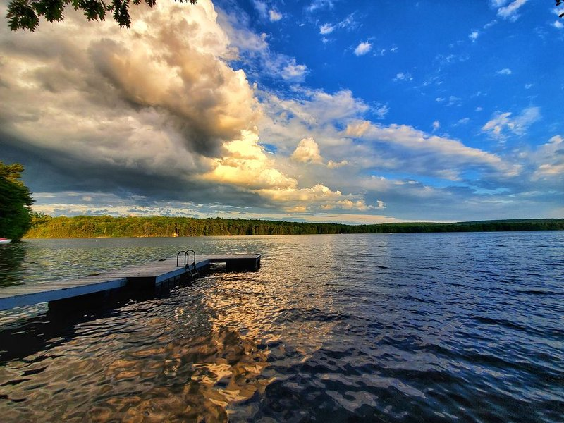 Private Waterfront Getaway on Upper Range Pond, alquiler de vacaciones en Pownal