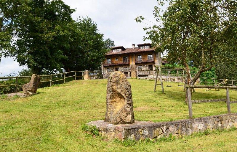 Casa de Aldea en Peñanes, a 15 minutos de Oviedo, alquiler vacacional en Bueida