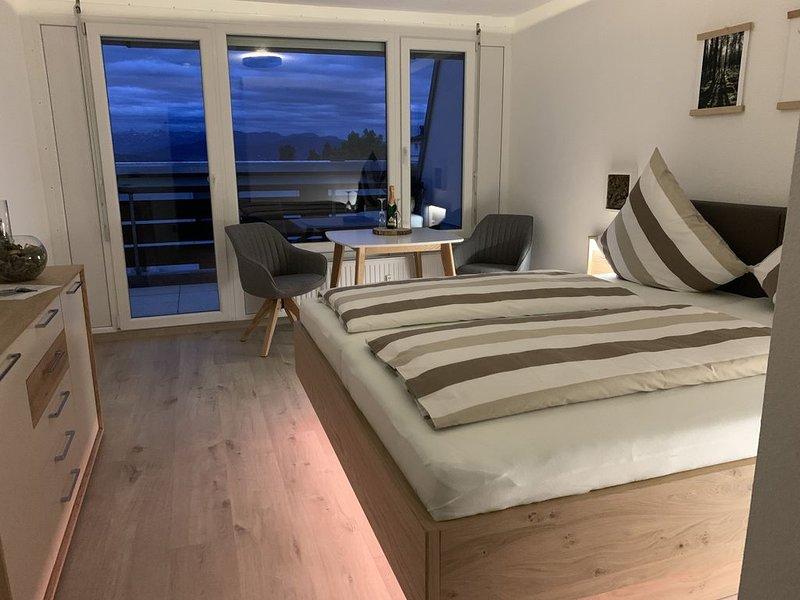 FeWo Längl - modernes 'Alpenguck' Apartment mit Pool und Sauna im Allgäu, holiday rental in Langenegg