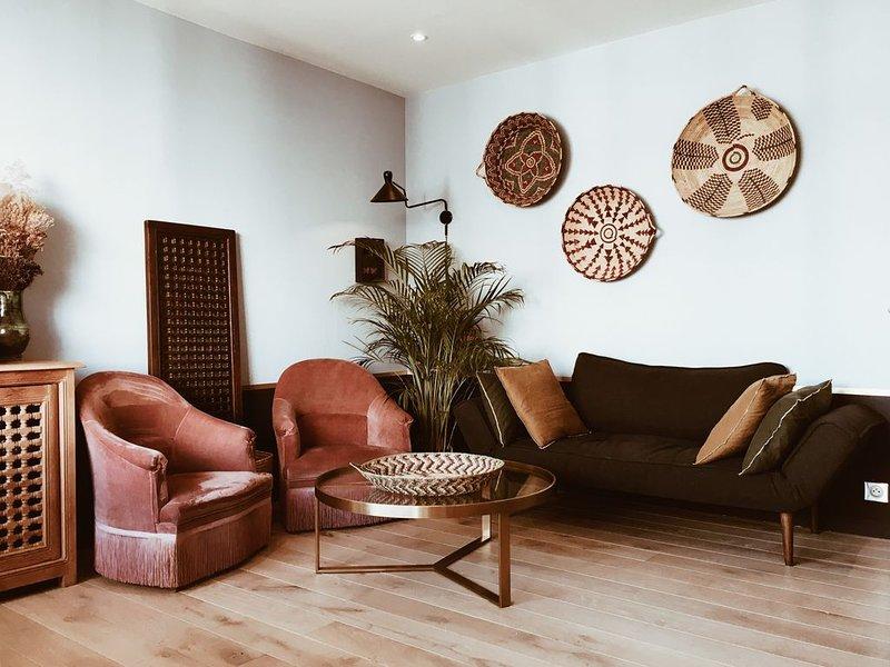 Appartement avec balcon, lumineux et design, près des Puces et de Montmartre, casa vacanza a La Plaine-Saint-Denis