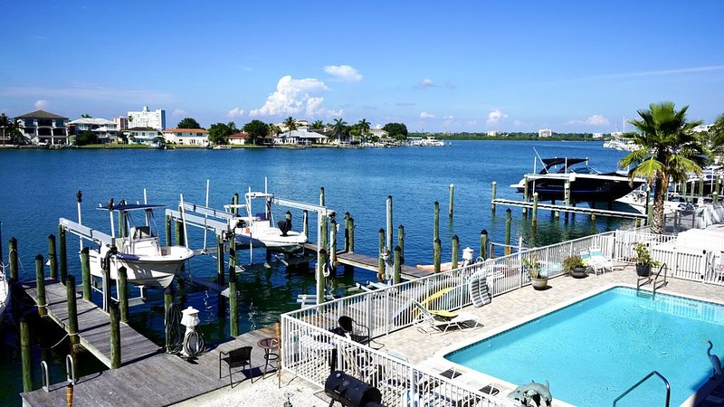 Clearwater Beach Townhome on water walk to beach shops/Restaurants, vacation rental in Clearwater