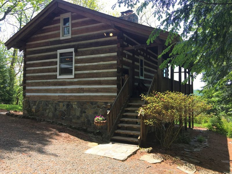 New!! Touche' Too Cabin by Buffalo Mountain Getaway, aluguéis de temporada em Willis
