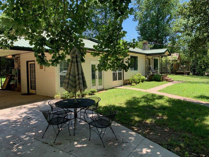 Peaceful Lakeside Cottage, alquiler de vacaciones en Lynchburg