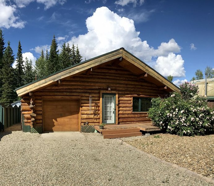 The Chinook Log Cabin, vacation rental in Fairbanks