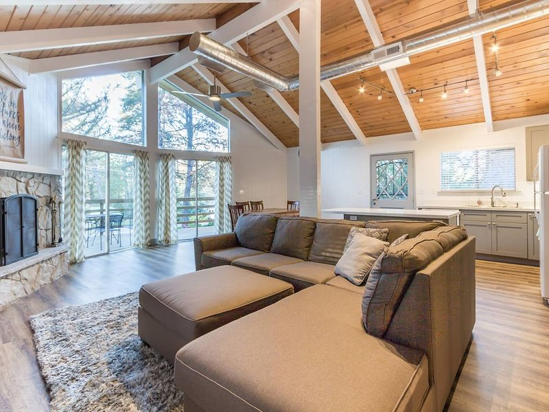 Escape to Pine Mountain Lake, holiday rental in Coulterville