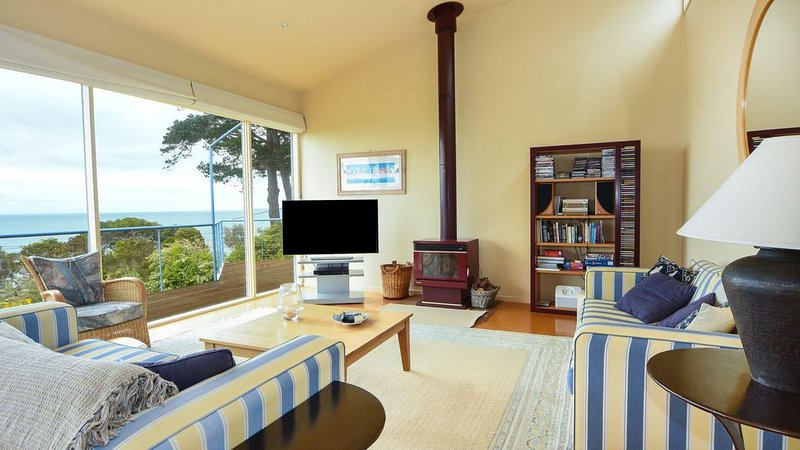 Brighton - Short walk to the beach and views of Western Port Bay, holiday rental in Somers