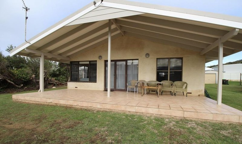 Jen's Beach House -an easy walk to the ocean and the Colourpatch Cafe by the riv, holiday rental in Karridale