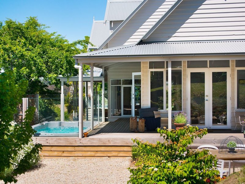 Sade's Daylesford - Delightful Group Accommodation with Outdoor Swim Spa, casa vacanza a Eganstown