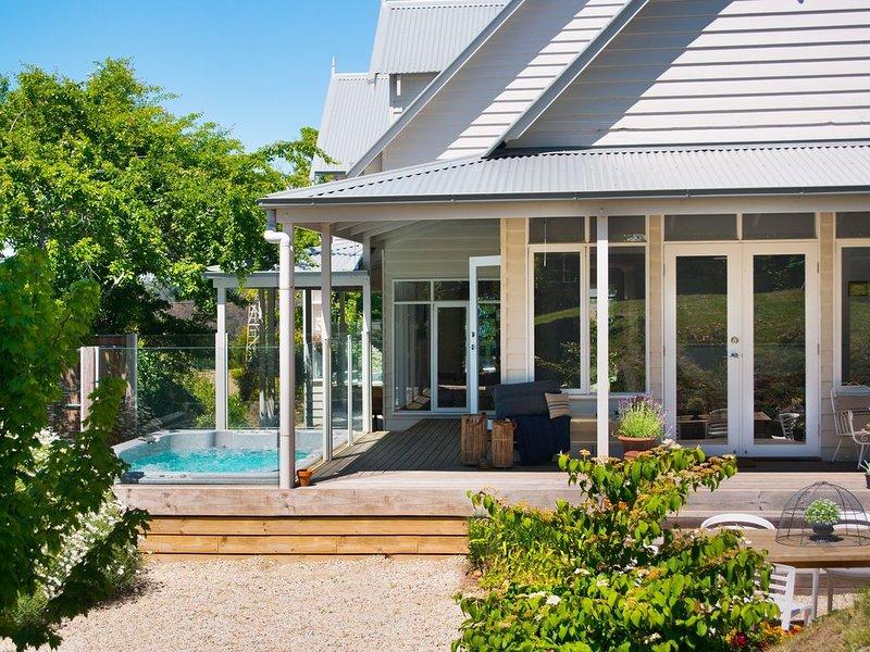 Sade's Daylesford - Delightful Group Accommodation with Outdoor Swim Spa, alquiler de vacaciones en Eganstown