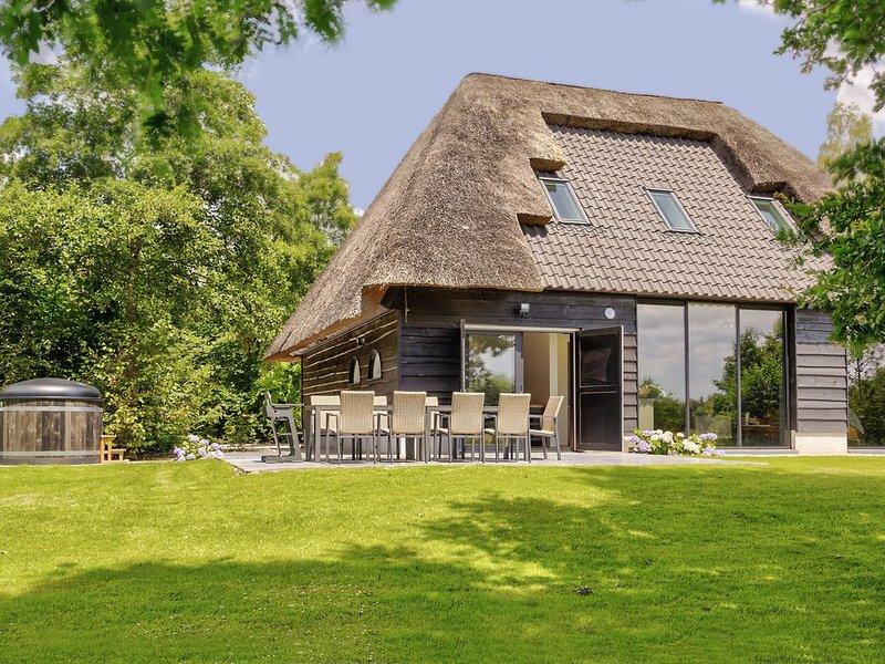 Tranquil Farmhouse in Rijsbergen with Hot Tub and Garden, Ferienwohnung in Prinsenbeek
