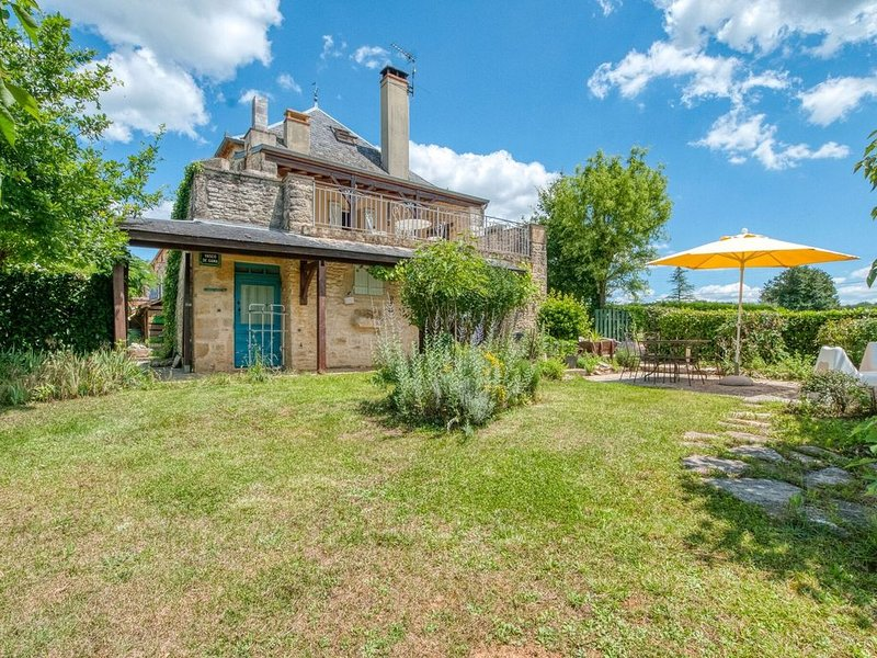 Splendid Holiday Home in Dégagnac with Swimming Pool, holiday rental in Degagnac