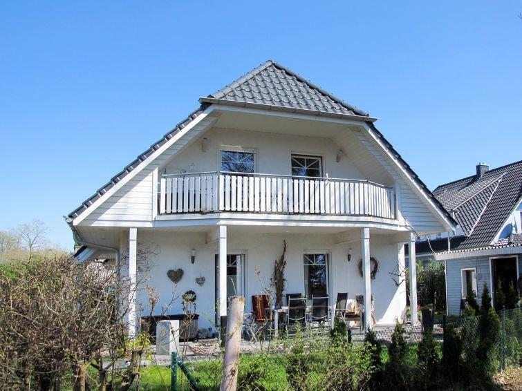 Ferienwohnung Scholz (BDA110) in Born - 3 Personen, 1 Schlafzimmer, casa vacanza a Hessenburg