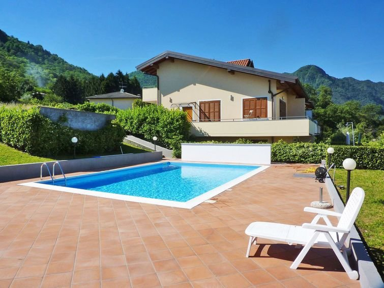 Ferienwohnung Torre del Lago (PVA371) in Porto Valtravaglia - 4 Personen, 2 Schl, vacation rental in Porto Valtravaglia