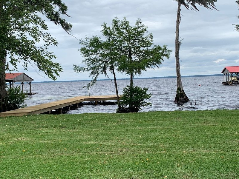 Lakeside Retreat With Panoramic Views Like No Other, location de vacances à Whiteville