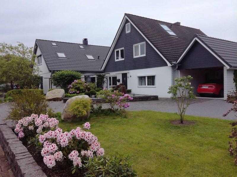 """Gemütliches """"Appartment auf dem Land"""", mit WLAN und Gartenblick; Parkplätze vorh, holiday rental in Albersdorf"""