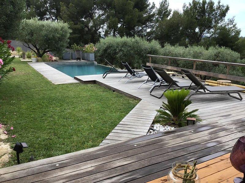 Superbe villa vue mer à 10mn des plages, vacation rental in Cuges-les-Pins