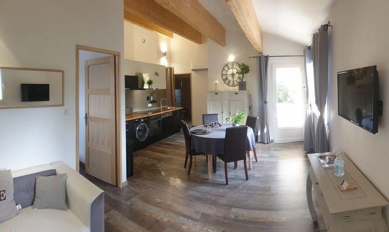 Location gite à Bédoin au pied du Mont Ventoux avec jardin et terrasse privés, holiday rental in Flassan