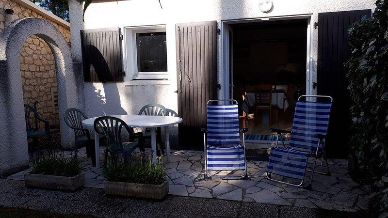 MAISON plain pied avec jardin -  4 personnes - 350 m de plage - 500 m du Marché, vacation rental in Saint-Georges-de-Didonne