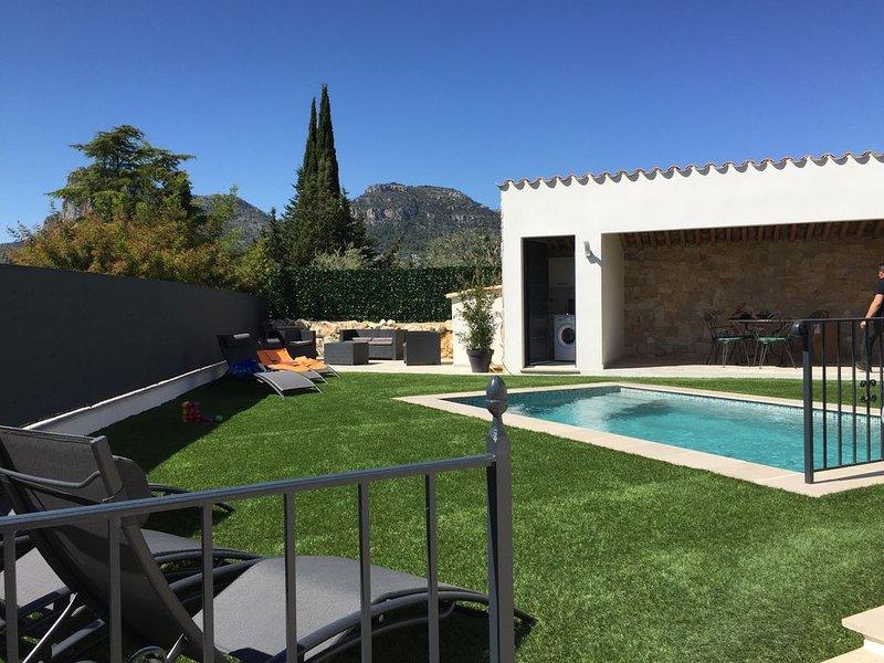 Maison neuve individuelle, calme ,avec piscine chauffée ,au sel , plein soleil!, holiday rental in La Gaude